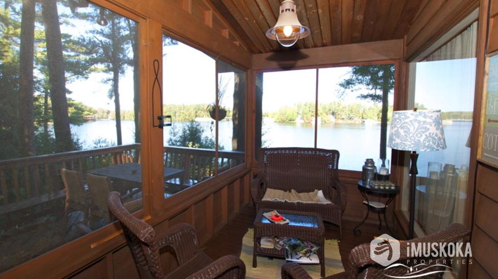 Muskoka Room Screened in Muskoka room over looking the lake.