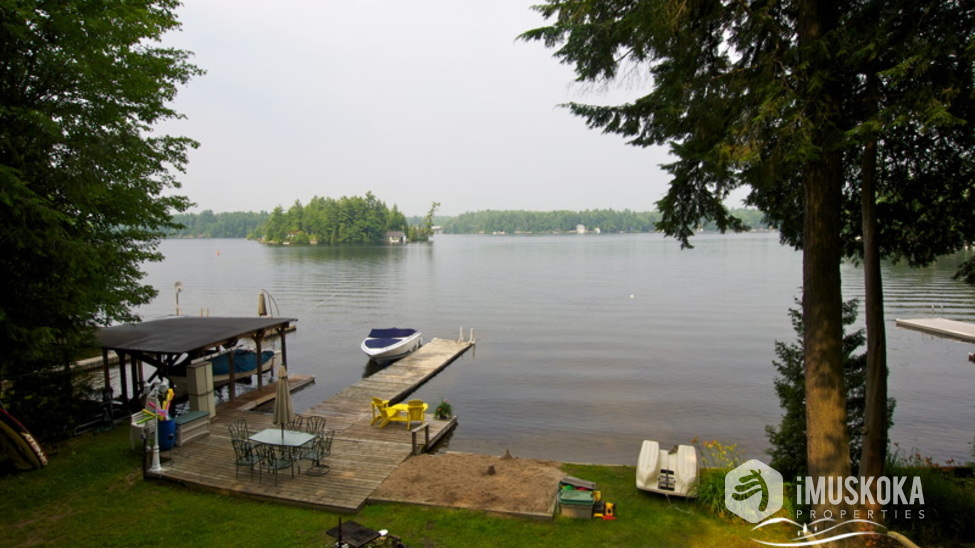 View with level area for kids, sand shore Views across lake muskoka