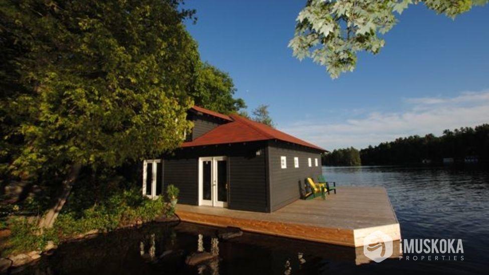 Boathouse 2 slip boathouse