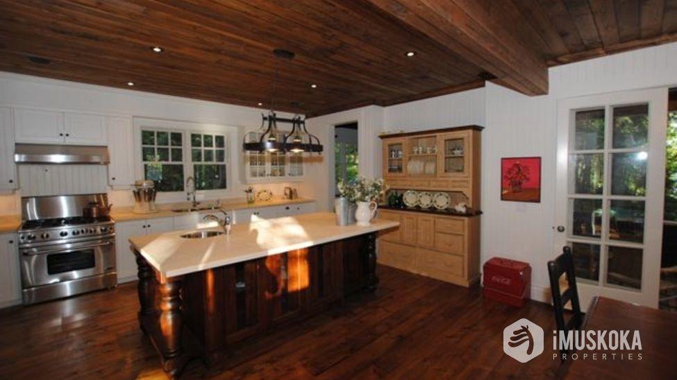Gourmet Kitchen great kitchen to entertain in.