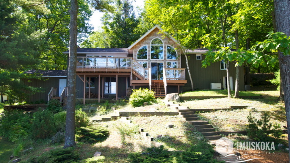 Cottage Front Traditional new Muskoka style.
