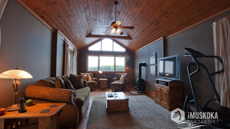 High Ceilings Pine lined