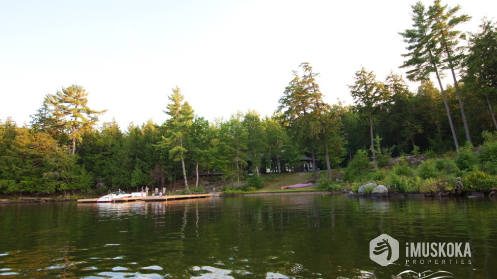 Stunning and Serene Lakeside Living